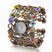 Женские модные часы с широким браслетом