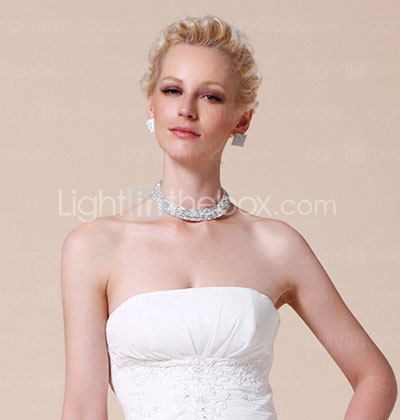 Sheath/Column Floor-length Chiffon Wedding Dress With Beaded Appliques