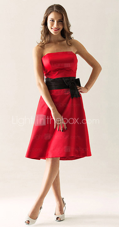 A-line Strapless Knee-length Satin Bridesmaid/Wedding Party Dress