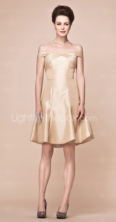 A-line Off-the-shoulder Knee-length Taffeta Mother Of The Bride Dress