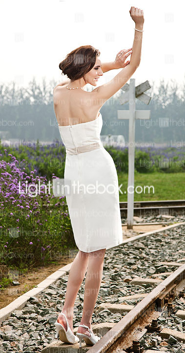 Sheath/ Column Strapless Knee-length Organza Wedding Dress