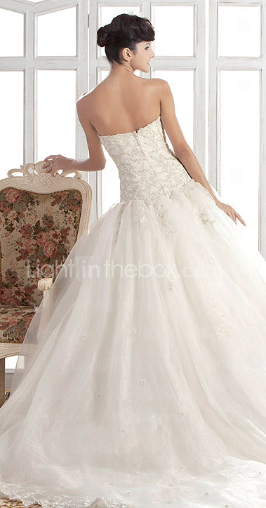 A-line/Princess Strapless Chapel Train Organza Wedding Dress