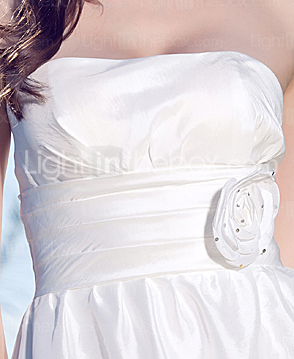 Sheath/Column Strapless Knee-length Taffeta Wedding Dress